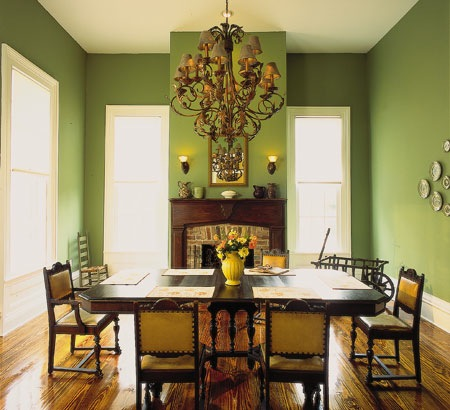 green-wall-dining-room
