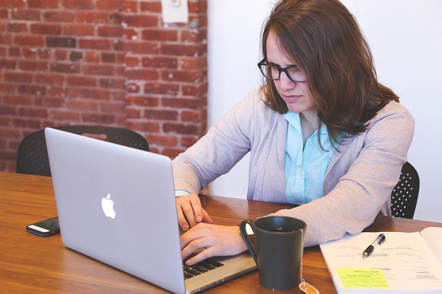 Working as an Administrative Assistant – Duties and Career Information